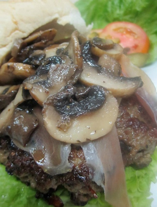 Their Angus Burger topped with Parma ham and sauteed shrooms :) Yuuuuum!
