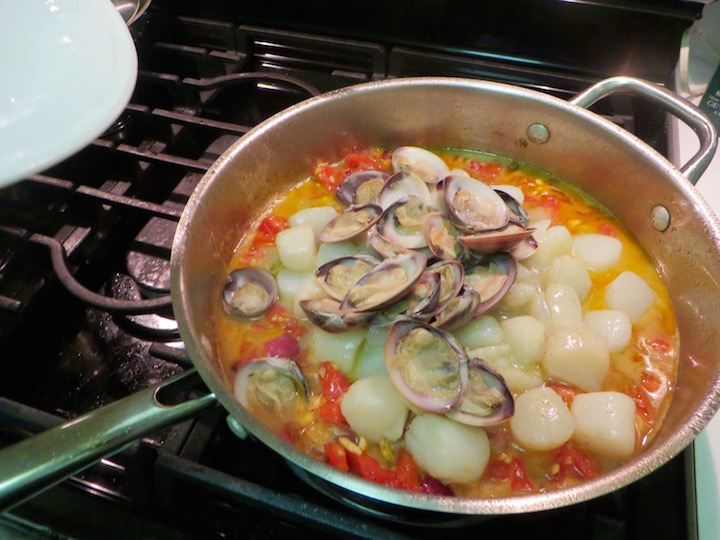 Add the cooked clams and stir to combine.